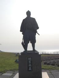 【稚内市】間宮林蔵の立像観光案内です。