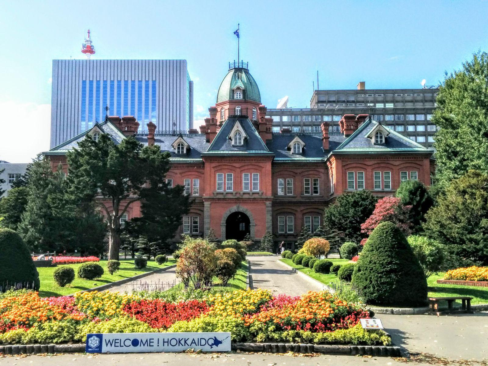【札幌市】紅葉の旧北海道本庁舎観光案内です。