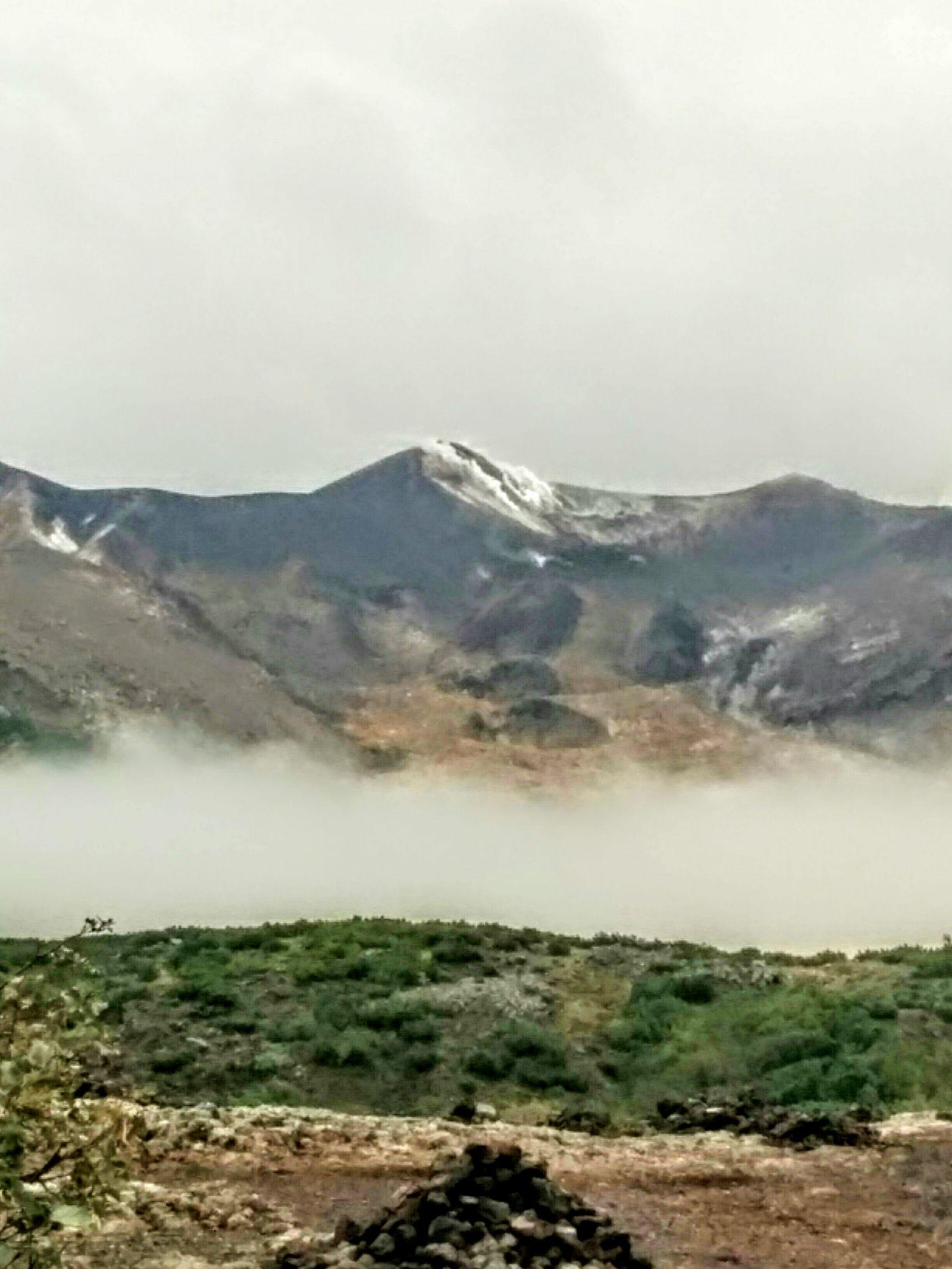 【富良野】富良野・十勝連山の冠雪観光写真です。