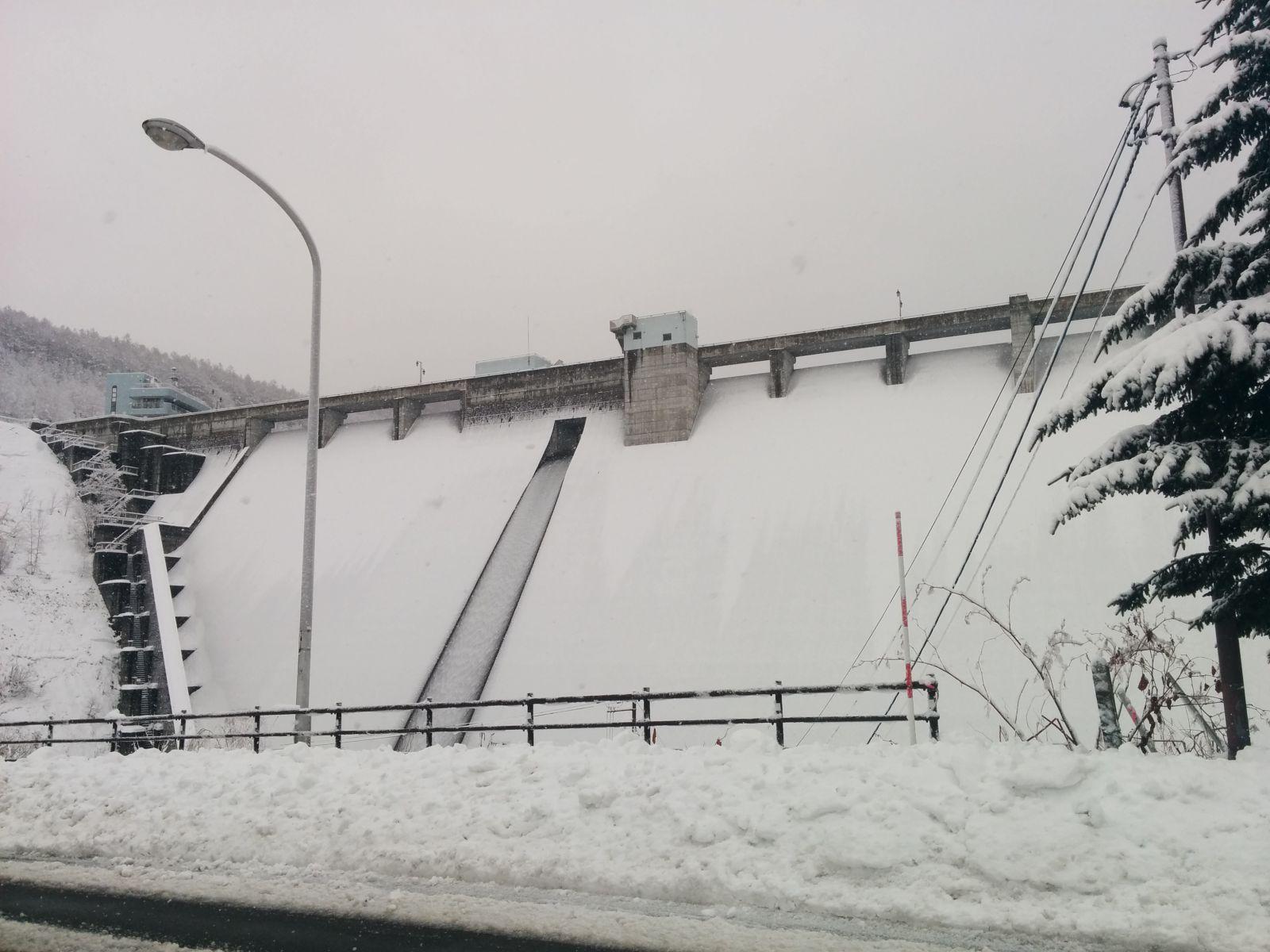 【小樽】雪の朝里ダム観光写真です。