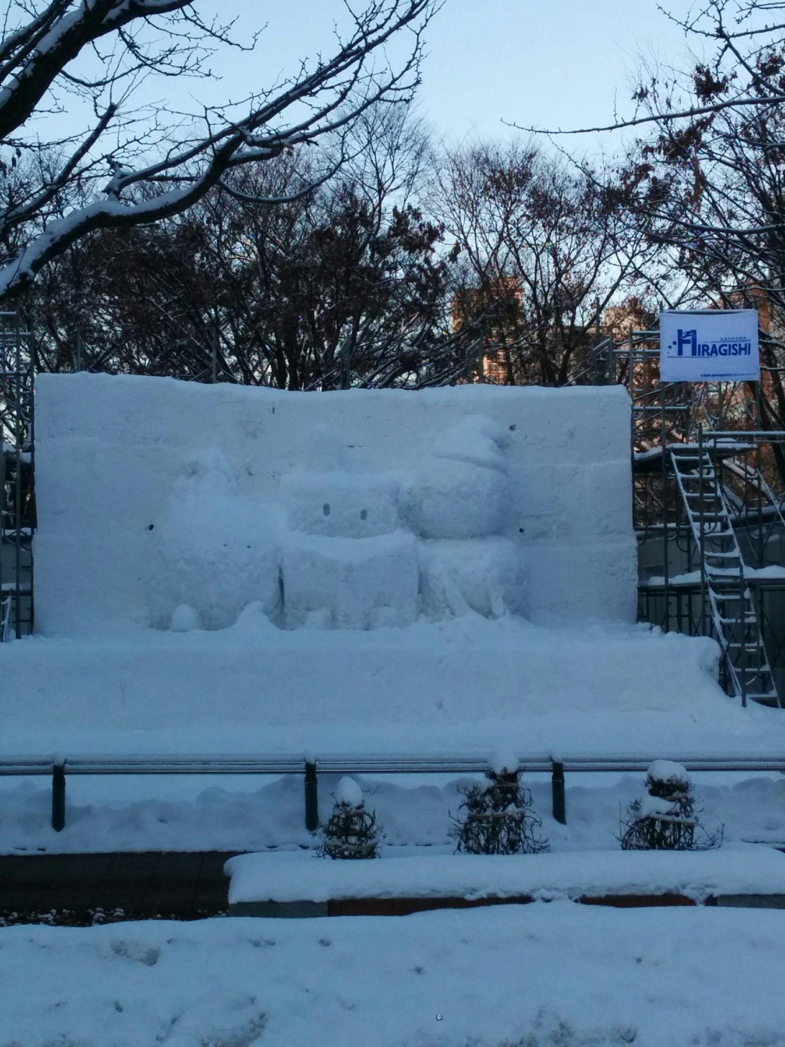 【札幌市】さっぽろ雪まつり雪像制作風景観光写真です。