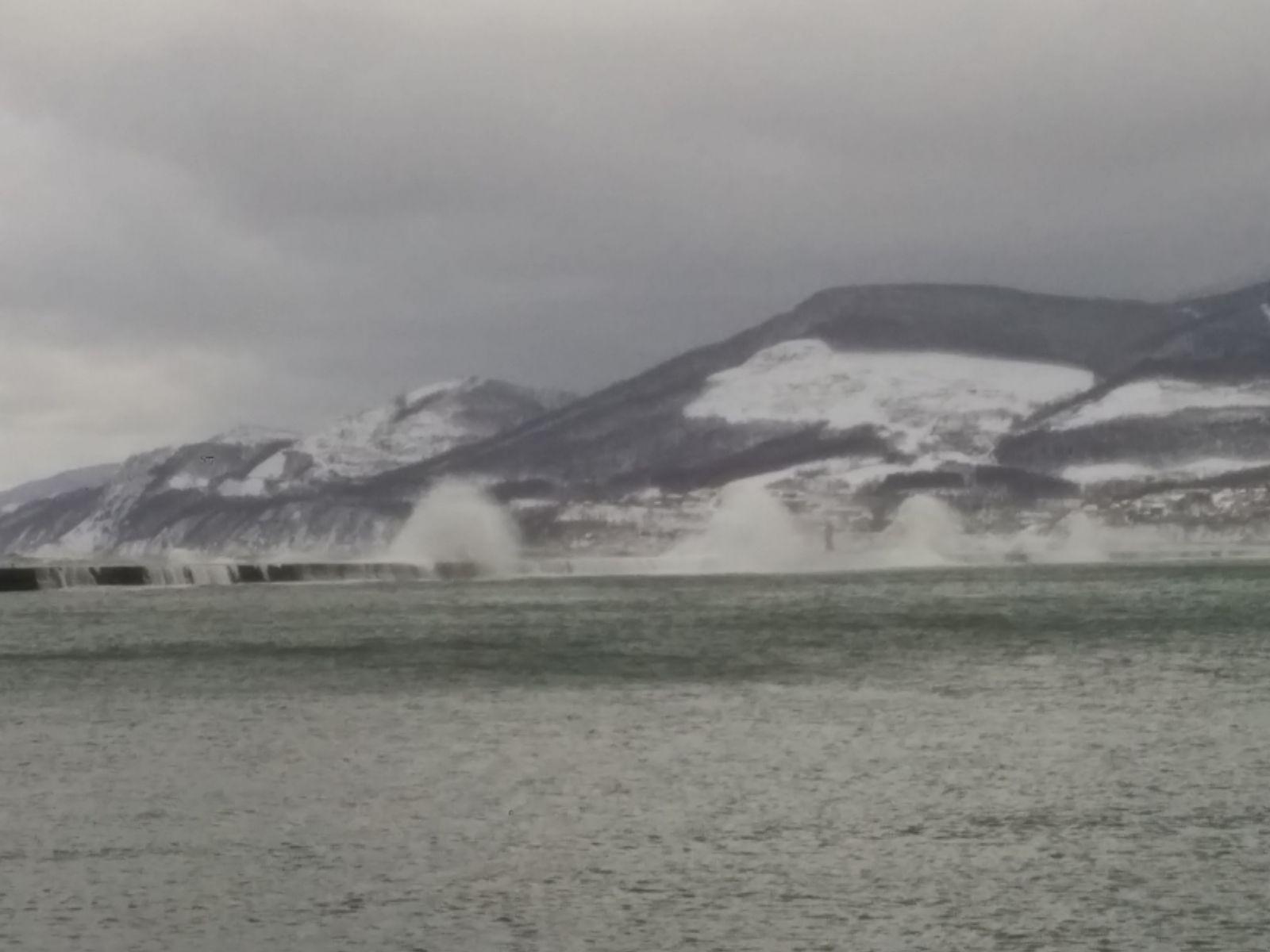 北海道小樽送迎観光タクシー・冬の小樽港防波堤観光案内です。