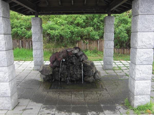 【利尻島】麗峰湧水観光案内です。