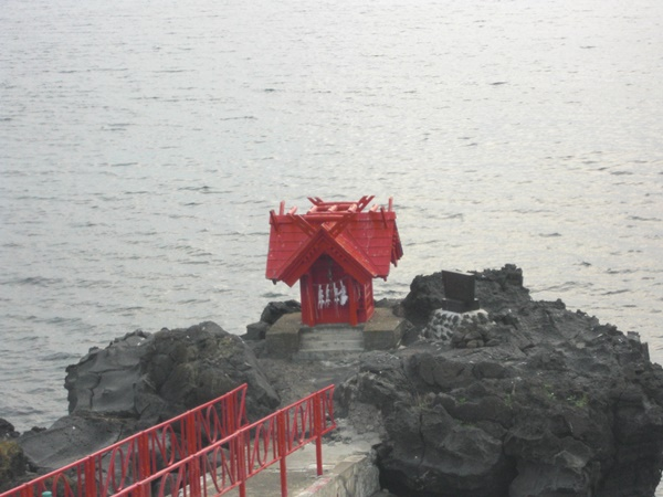【利尻島】北の厳島弁天宮観光案内です。