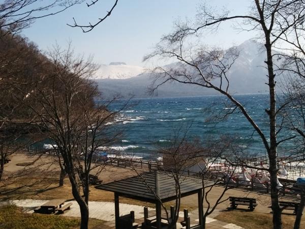 【支笏湖】雪解けの支笏湖観光案内です。
