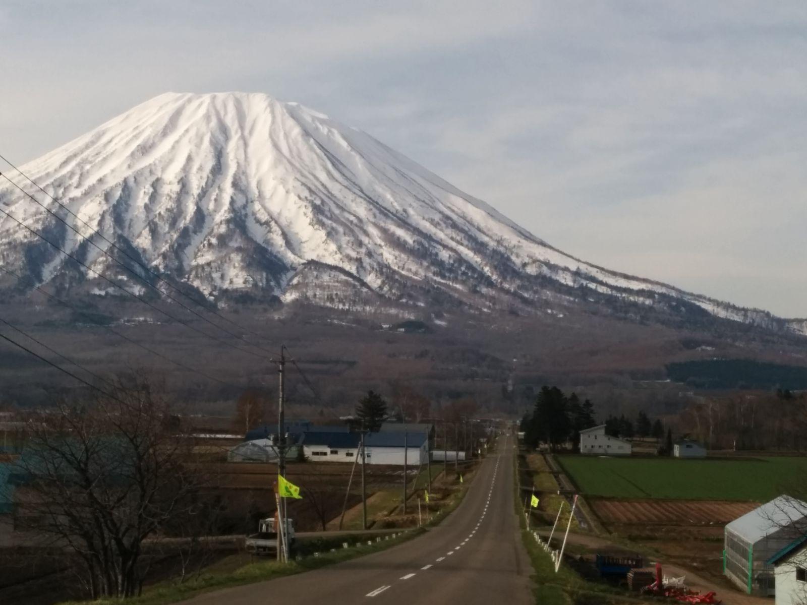 【倶知安町】蝦夷富士羊蹄山と直線道路観光案内です。