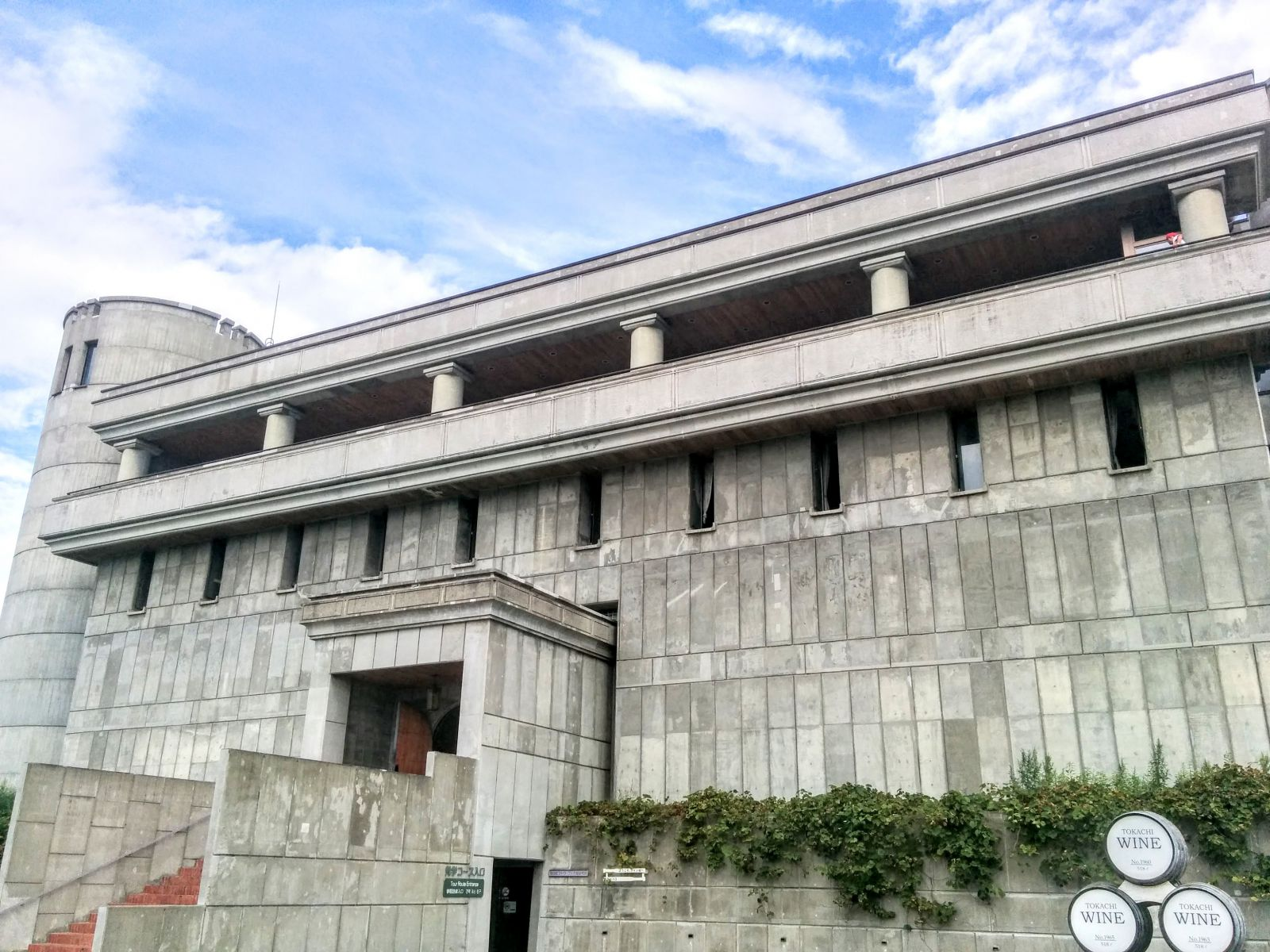 【池田町】池田町営ワイン工場(ワイン城)観光案内です。