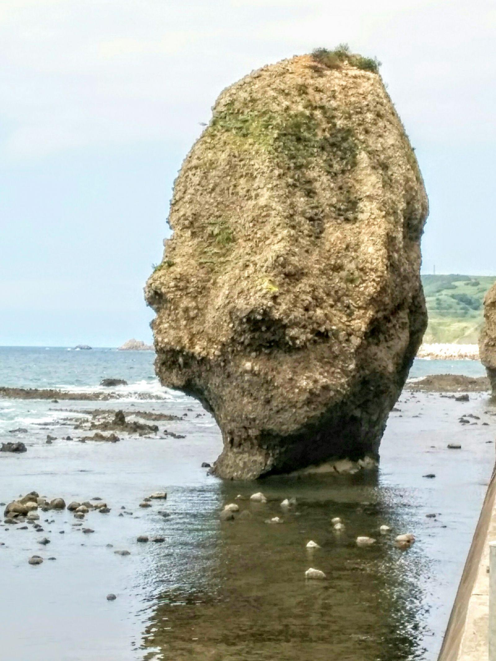 積丹町日司町にある・私の頭そっくりな岩観光案内です。