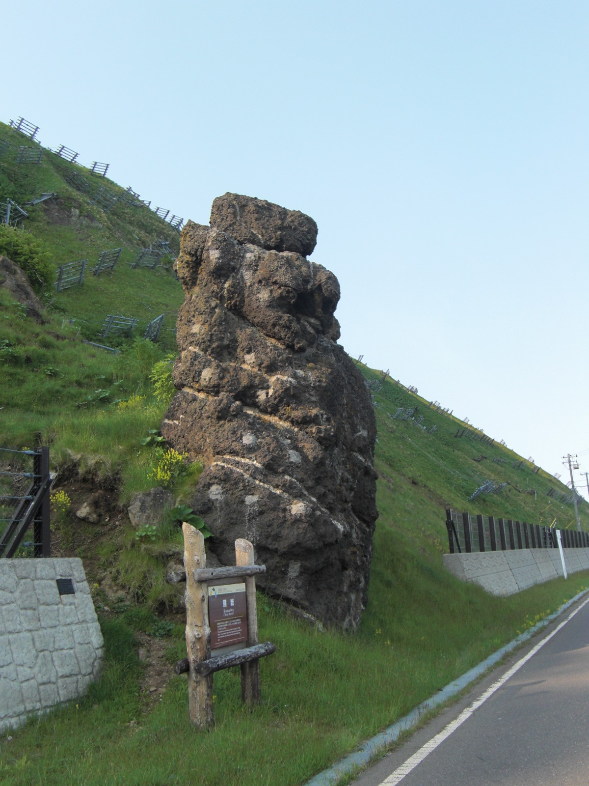 【知床羅臼町】熊岩観光案内です。