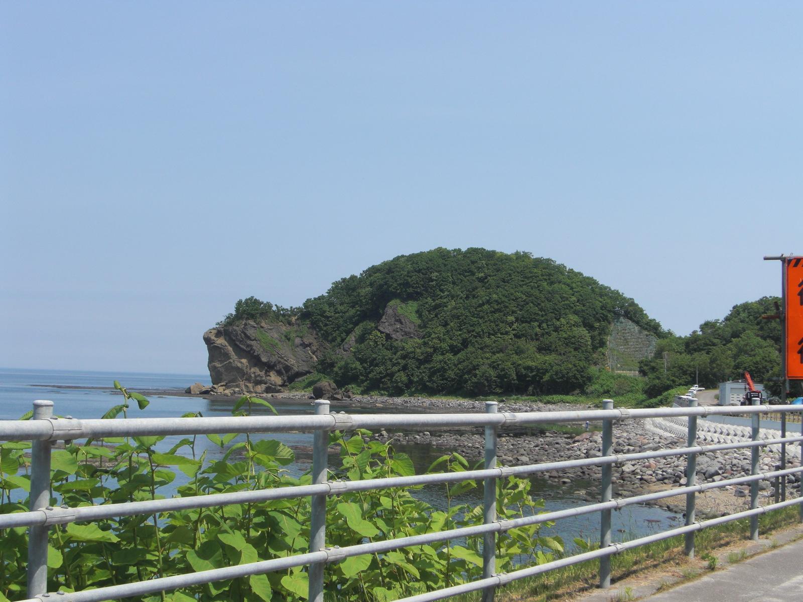 【知床】宇登呂チャシコツ岬とゴジラ岩観光案内です。