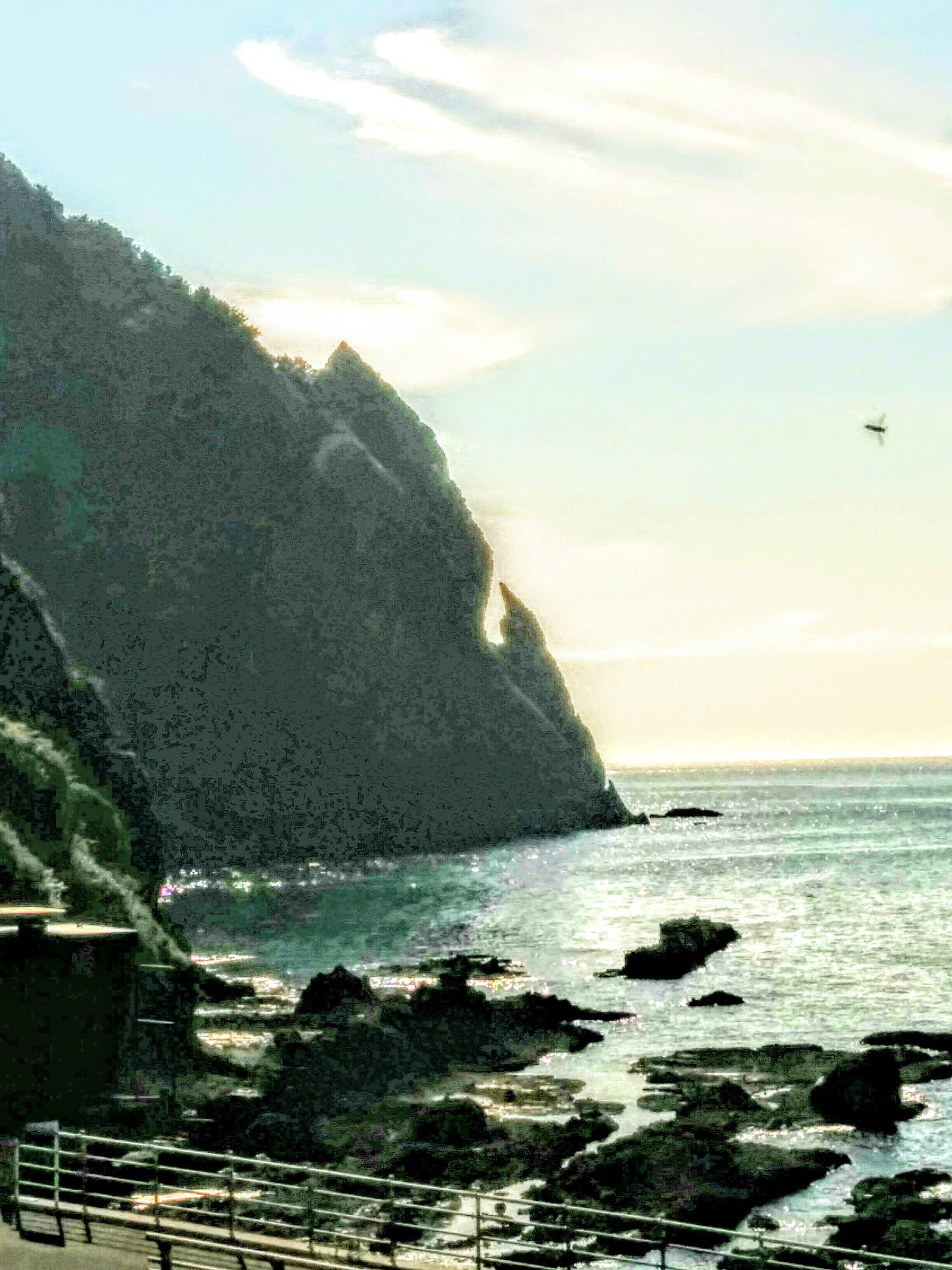 岩内町雷電岬「刀掛岩」観光案内です。