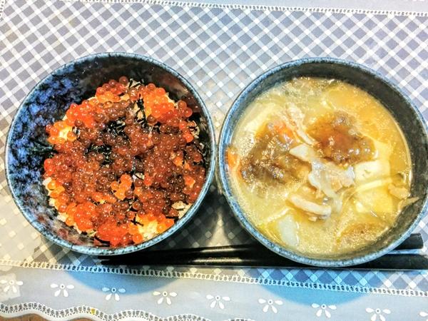 【北海道】イクラ丼とキナメ茸入り豚汁グルメ案内です。