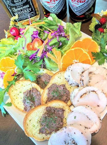 【小樽】お家御飯・鮭の肝臓レバーペーストガーリックラスク乗せグルメ案内です。