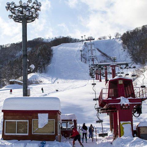 朝里川温泉スキー場オープンしてます。