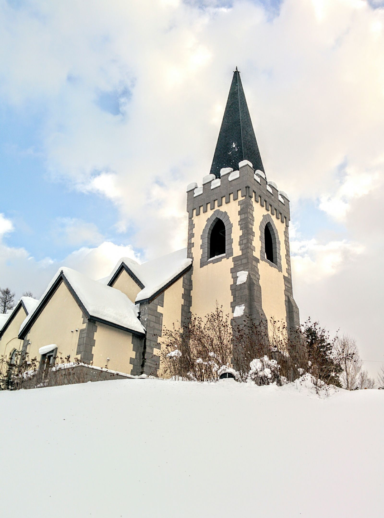 深川市イルムの丘・聖マーガレット教会観光案内です。