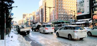 札幌すすきのツルツル路面で朝から大渋滞です。