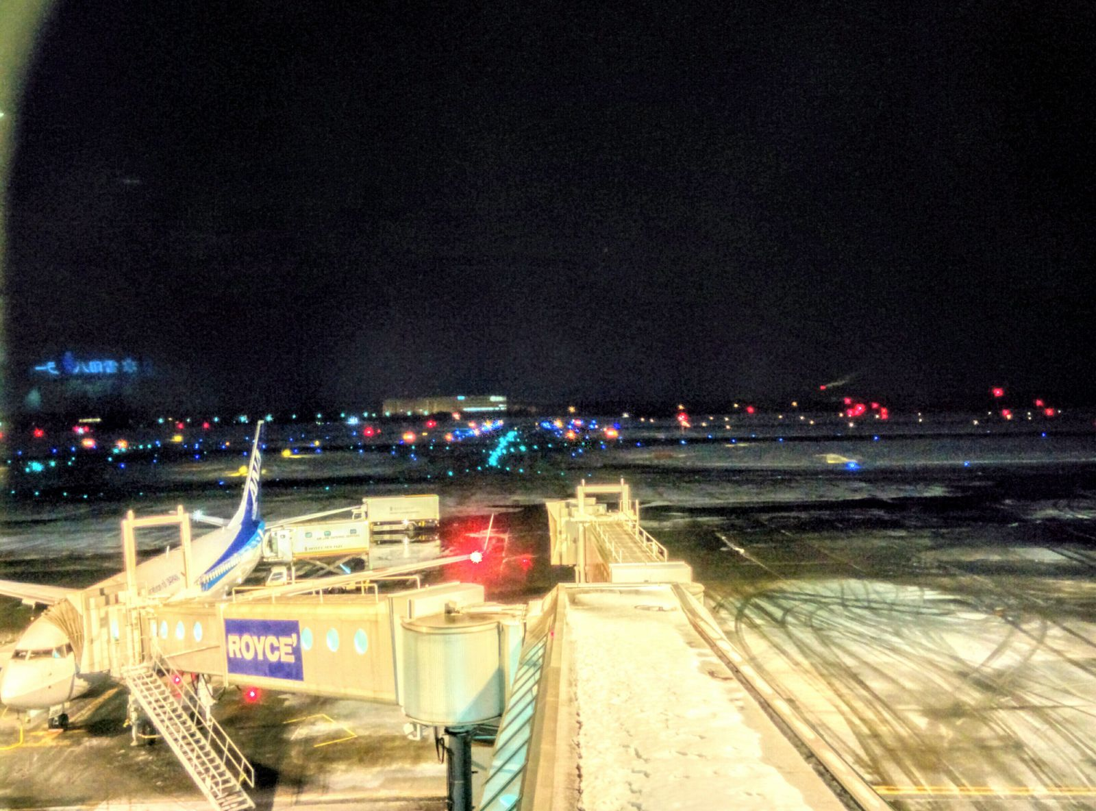【新千歳空港】冬の夜の新千歳空港観光写真です。
