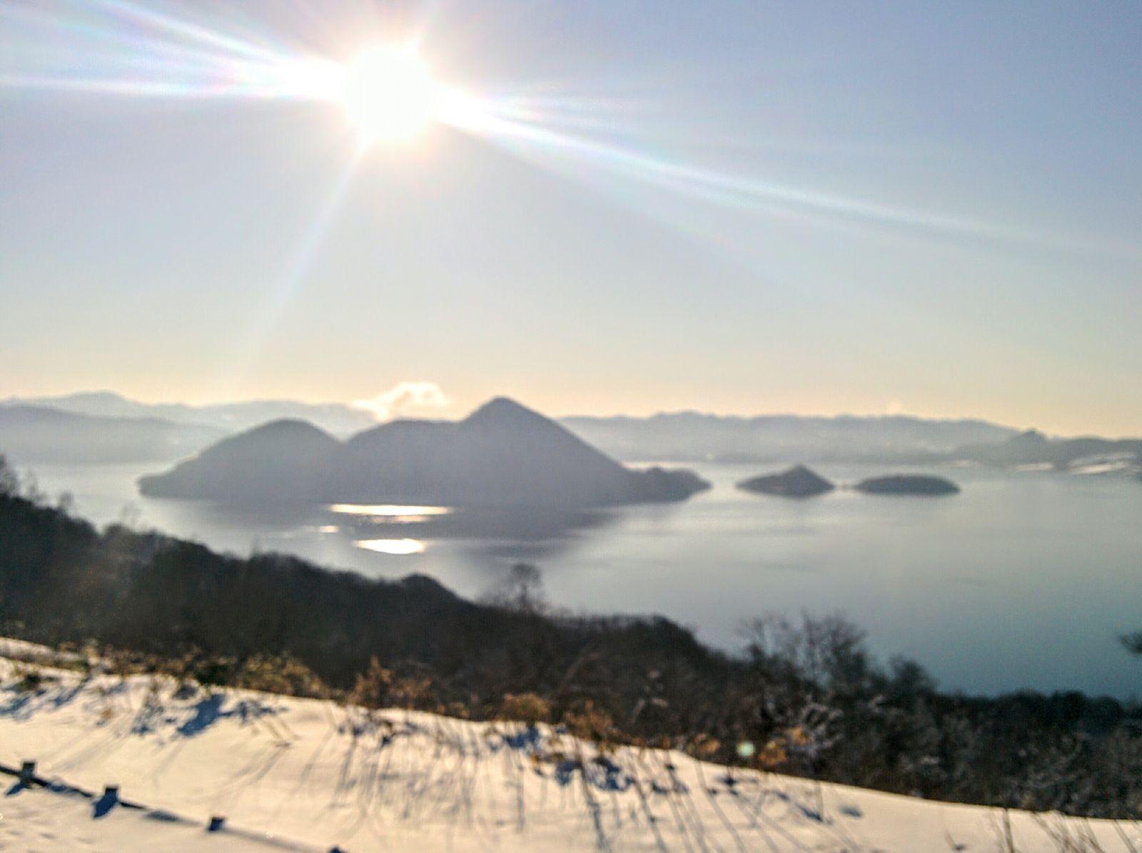 【洞爺湖温泉】冬のサイロ展望台からの洞爺湖の眺望です。