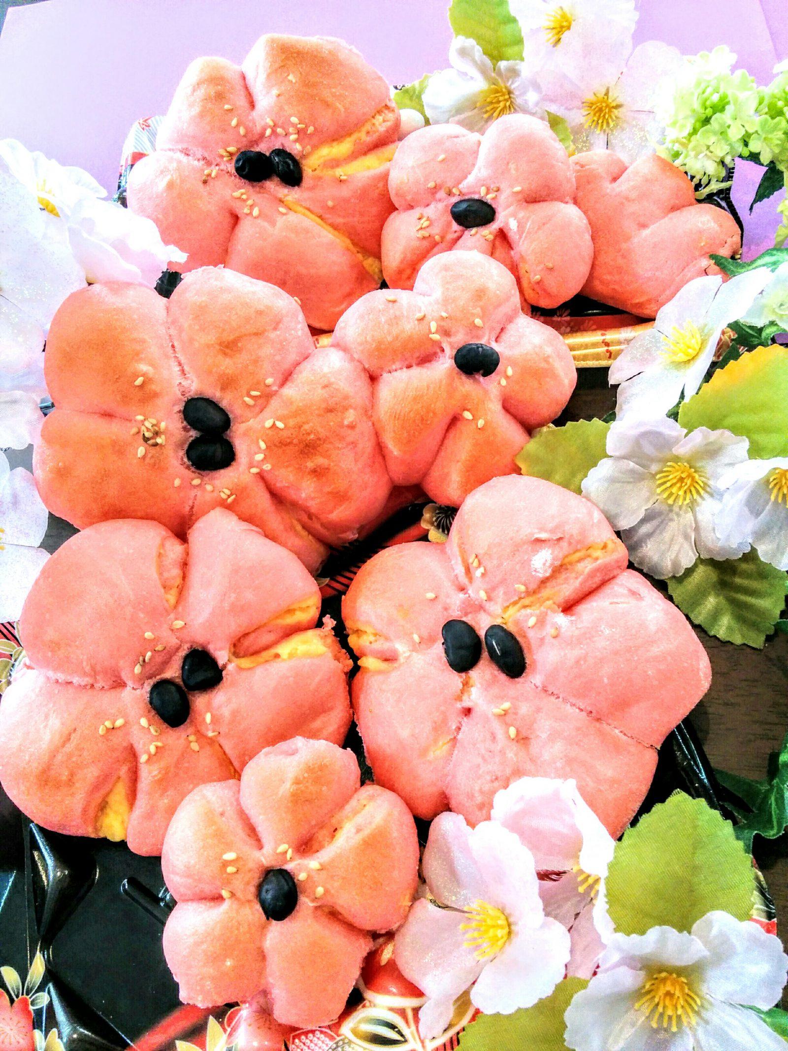 【小樽】桜の花びら風総菜パンです。