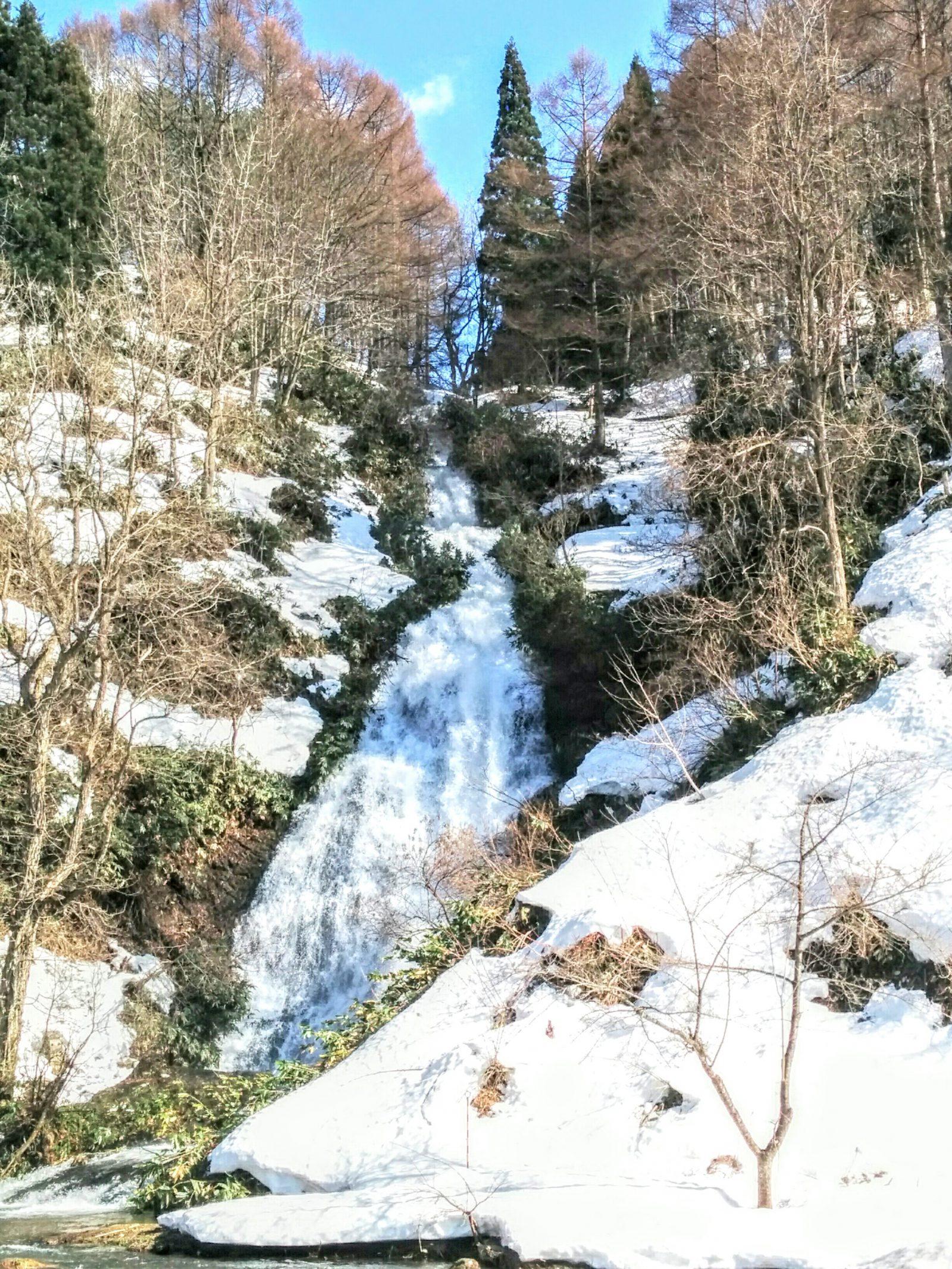 【秋田県】日本の滝百選「七滝」観光案内です。