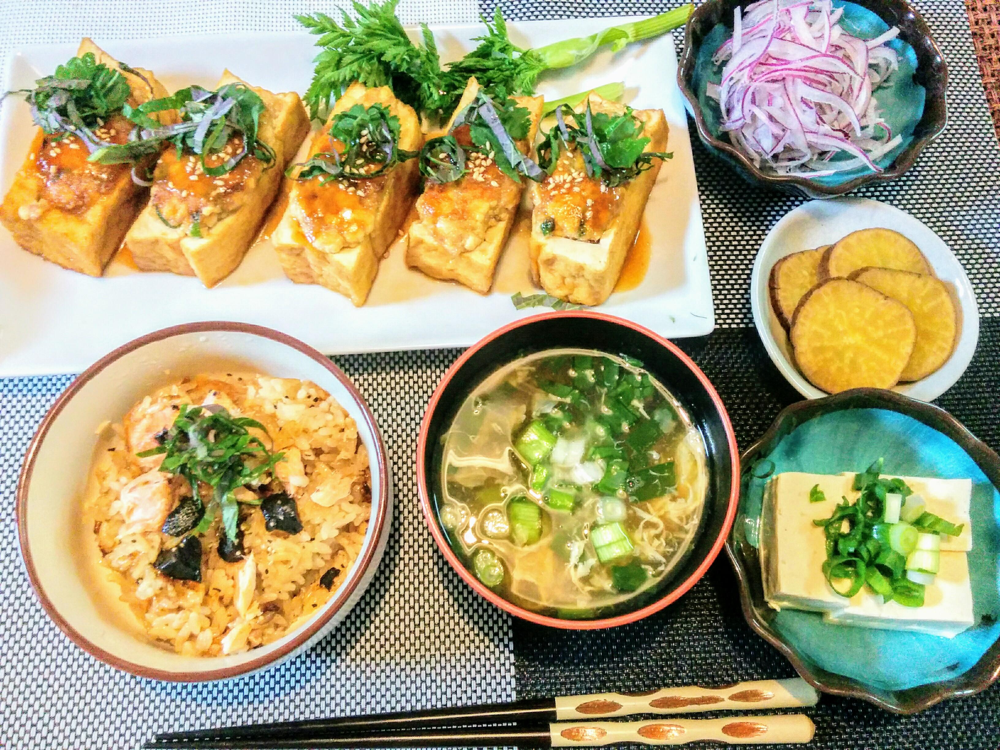 【小樽】お家御飯・鮭の黒ニンニクバター醤油炊き込みご飯グルメ案内です。