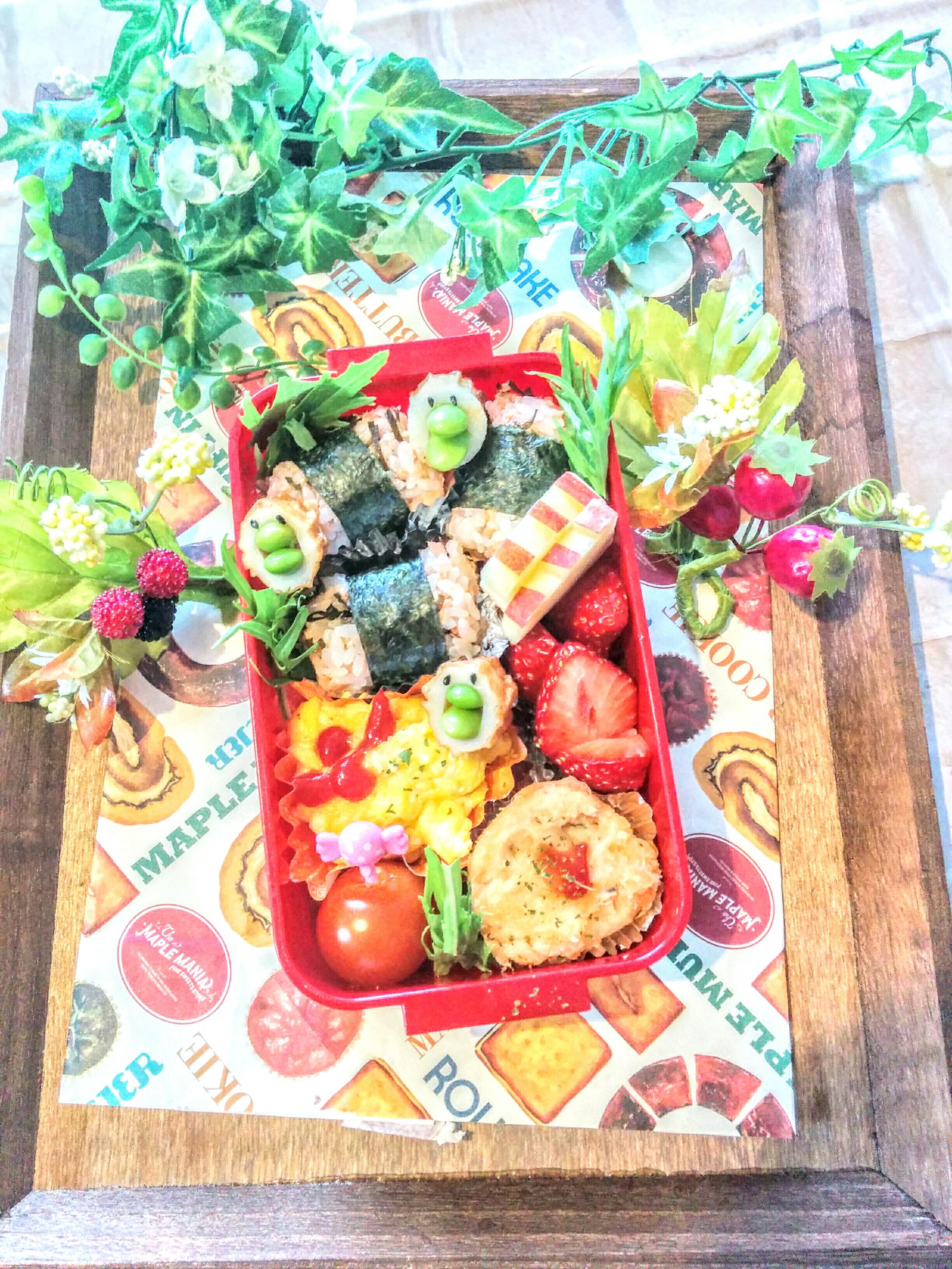 【小樽】今日の娘のお弁当・鮭フレーク塩昆布混ぜご飯海苔巻き弁当グルメ案内です。