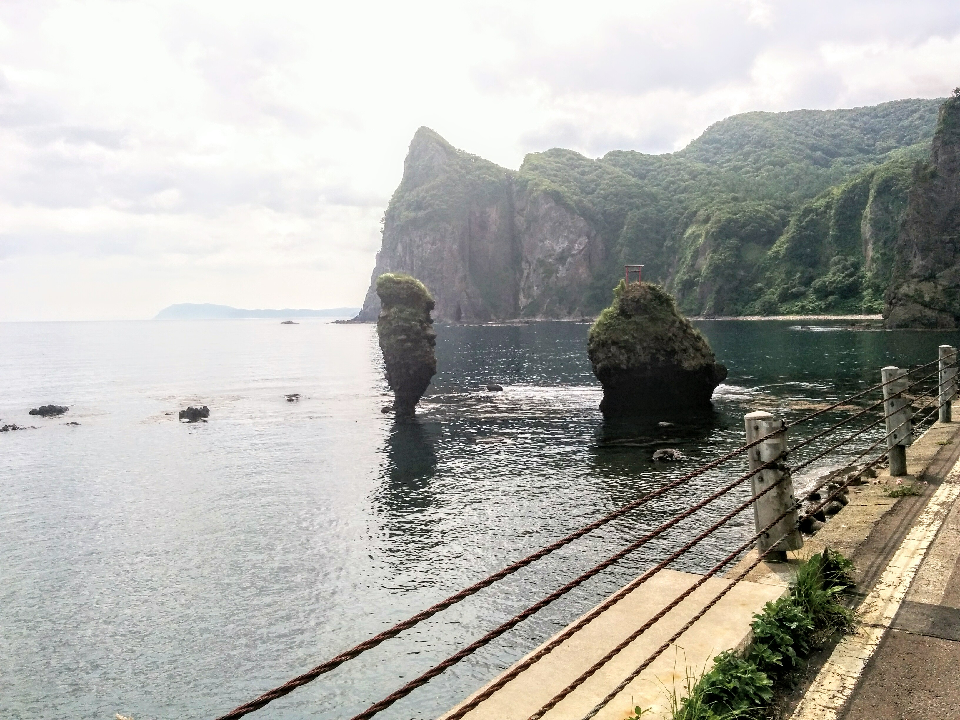 【積丹半島セタカムイライン】大黒岩とえびす岩です。